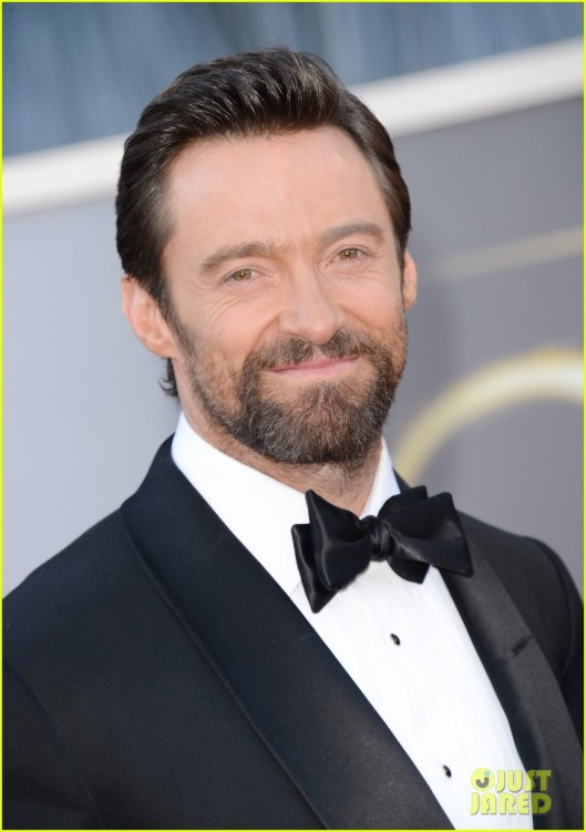 hugh-jackman-oscars-2013-red-carpet-with-deborra-lee-furness-02