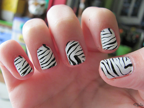 black-and-white-nail-art-for-short-nails