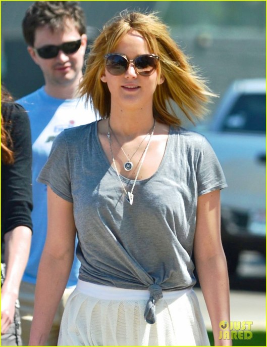 jennifer-lawrence-sheer-skirt-short-hair-for-sunday-lunch-04