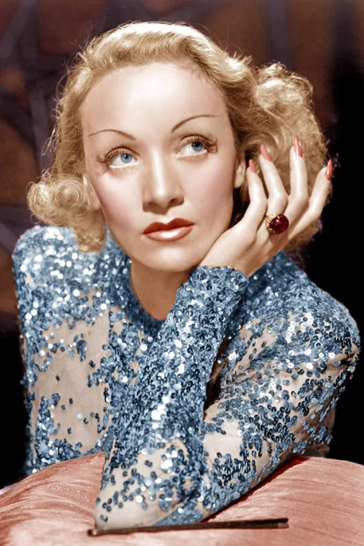 elle-film-red-nails-marlene-dietrich-xln