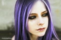 597896-Avril-Lavigne-roxo-copy
