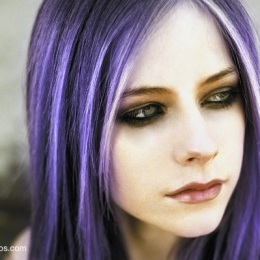 597896-Avril-Lavigne-roxo-copy